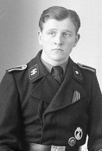 Uniforme Panzer negro con las runas SS